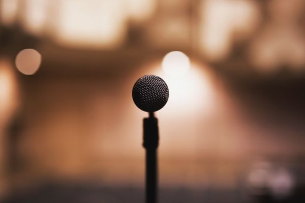 Yapay Zeka Seslendirme İle Eğitim Videolarınızın Kalitesi Artsın